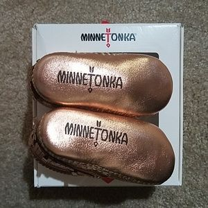 Minnetonka Shoes - 🆕 Minnetonka baby booties